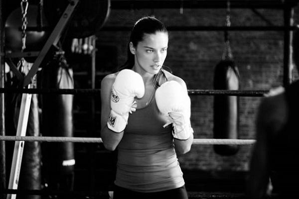 adriana-lima-lutando-boxe