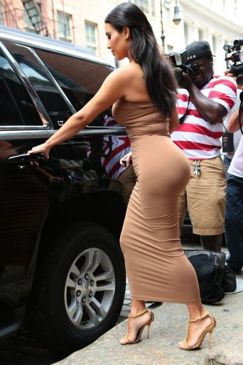 kim-kardashian-in-tight-dress-leaving-a-business-meeting-in-new-york-city-june-2014_42